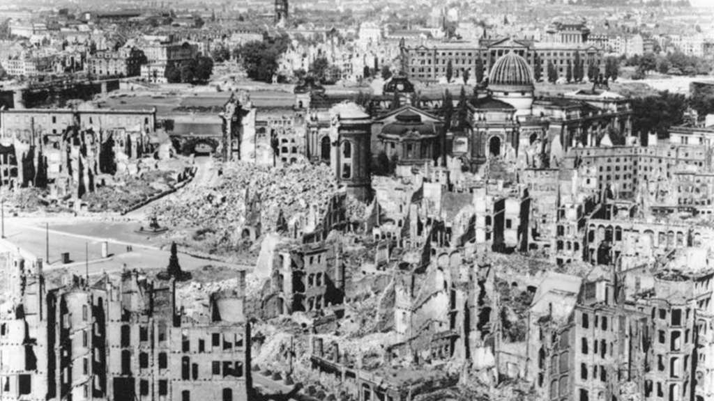 Drážďany po bombardovaní, zdroj: Wikimedia Commons